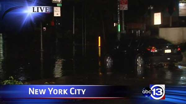 Superstorm Sandy plunges NYC into darkness