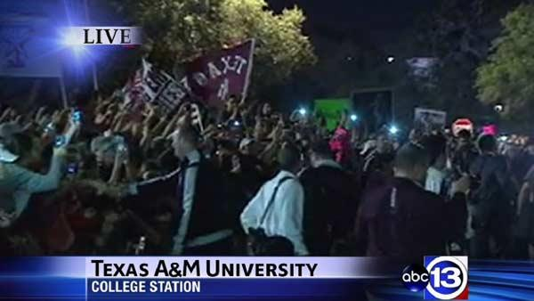 Hundreds gather to welcome Aggie football team home
