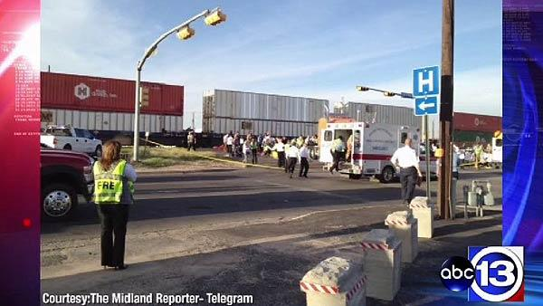 4 dead, 17 hurt after train hits parade float in Midland