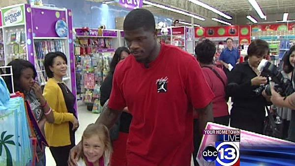 Texans' Johnson gives back to community for holidays