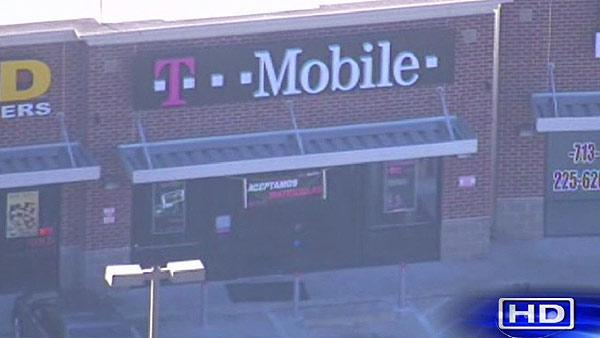 Robbers hit T-Mobile store near downtown