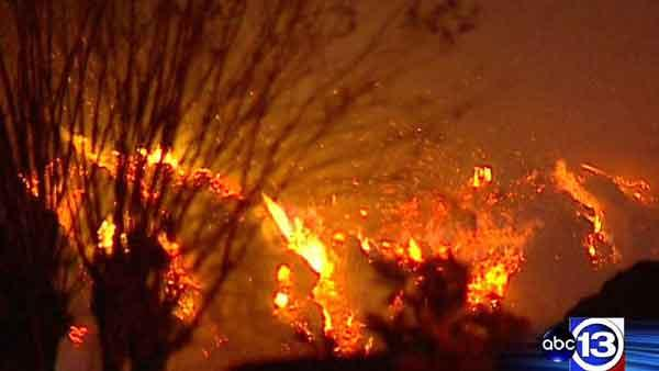 Wind fuels flames in massive Richmond mulch fire