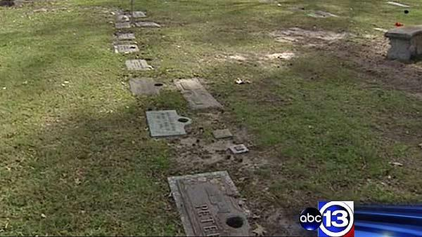 Metal thieves target Houston cemetery