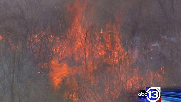 Firefighters battled large grass fire in SE Houston