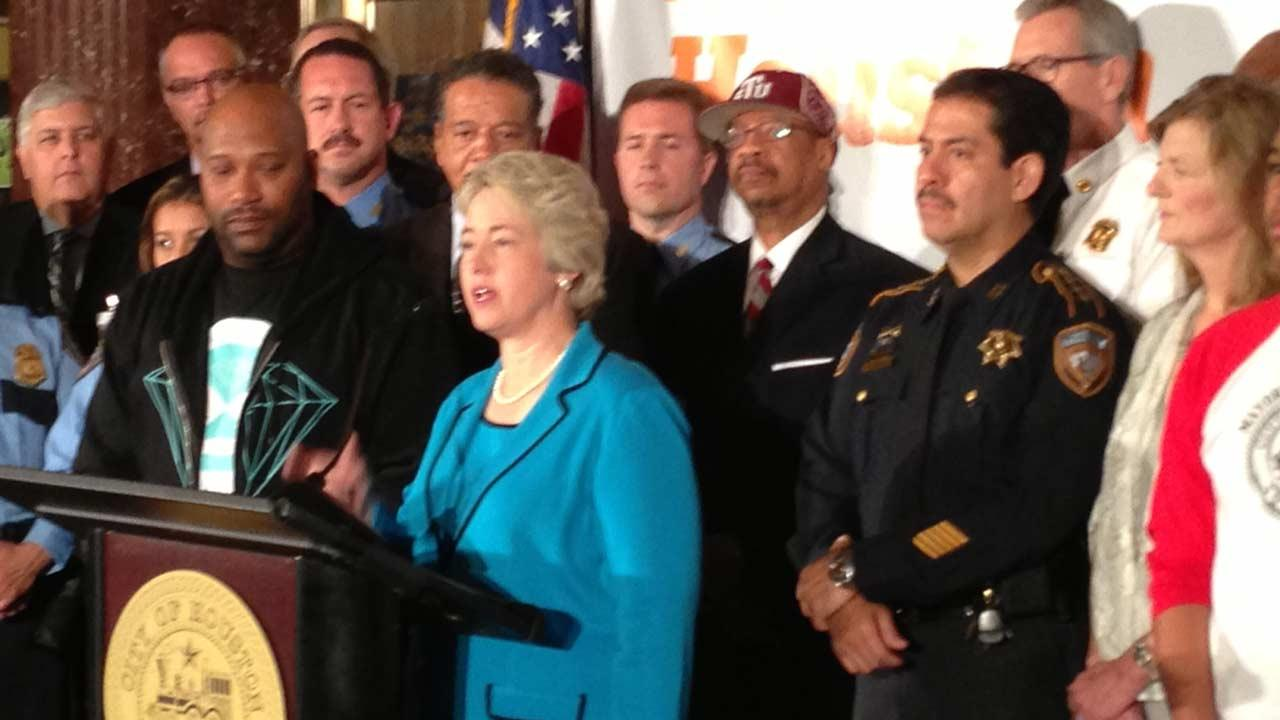 Mayor Annise Parker utilized the start of National Distracted Driving Awareness Month to kick off It Can Wait, Houston, a local anti-texting while driving public awareness campaign.  Houston is believed to be the first city in the nation to take this issue on in such a big way.