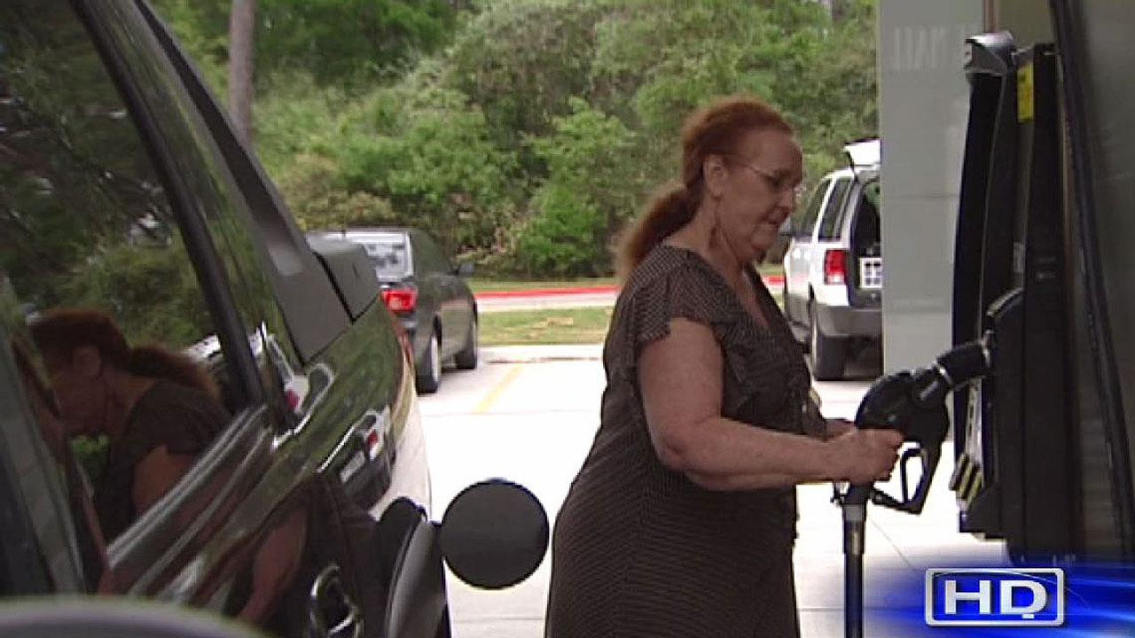 Retailers offer loyal customer break on gas prices