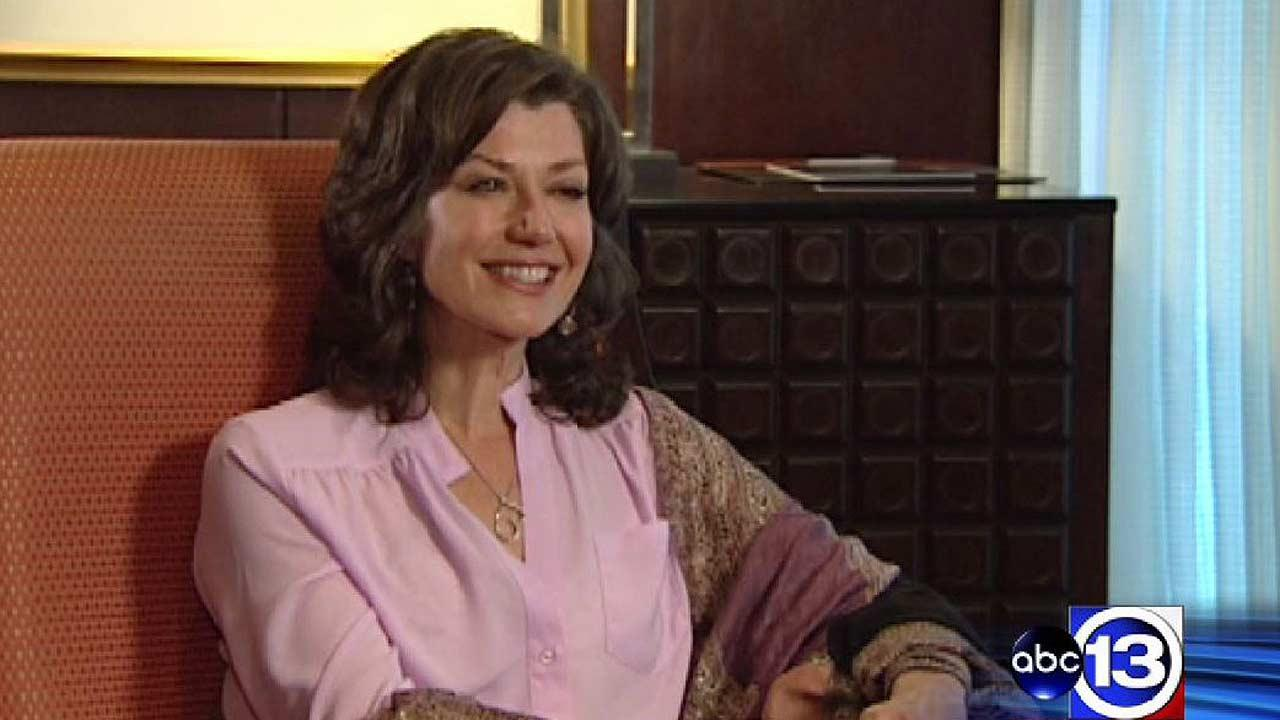 Singer Amy Grant shares her emotional struggle as a caregiver of parents with dementia