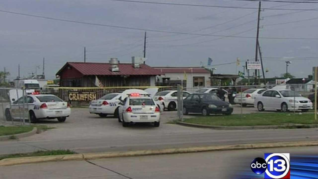 Employee shot, killed inside southwest Harris County restaurant