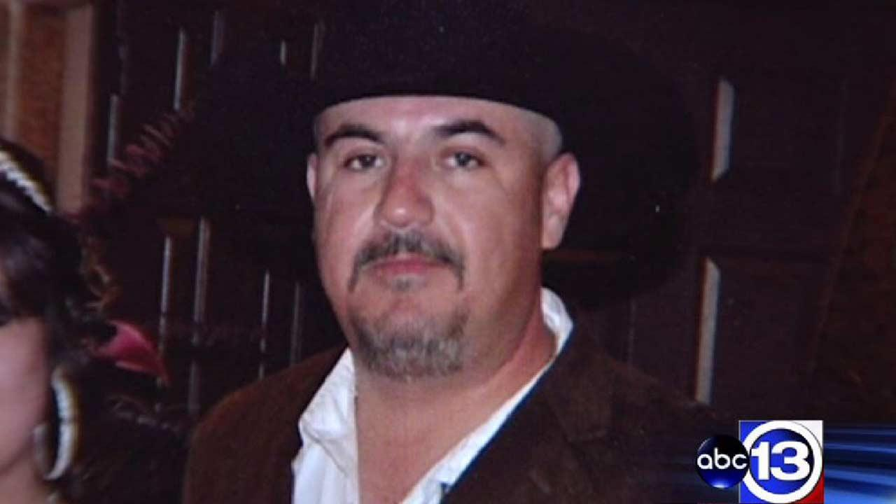 Deputies identify body found outside northwest Harris County laundromat