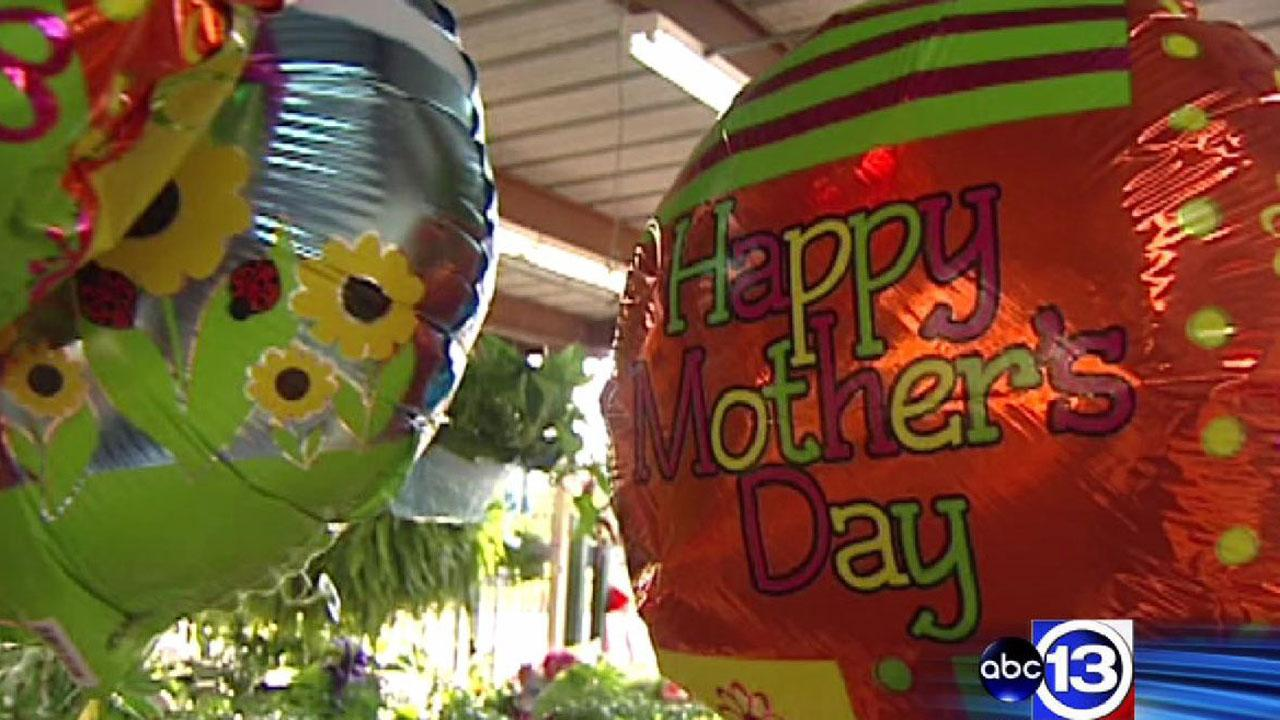 Mother's Day shoppers spend big in an indicator of a recovering economy
