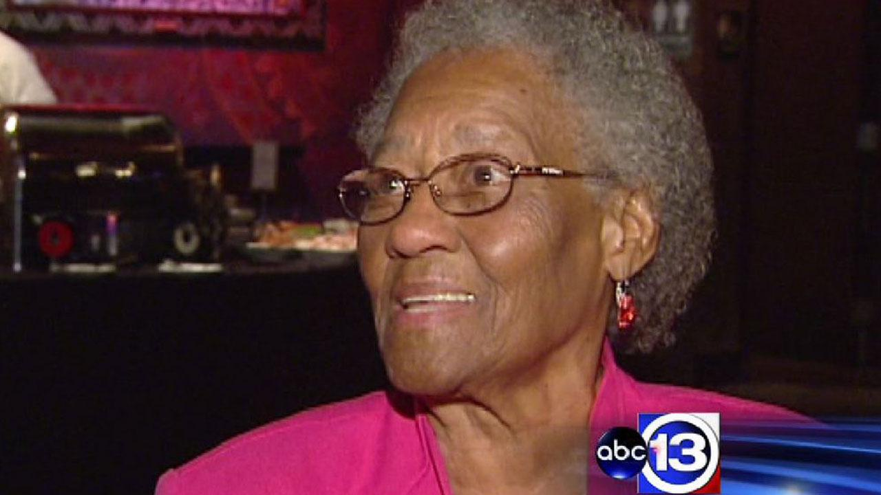Houston mom, 92, gets Mother's Day surprise from family