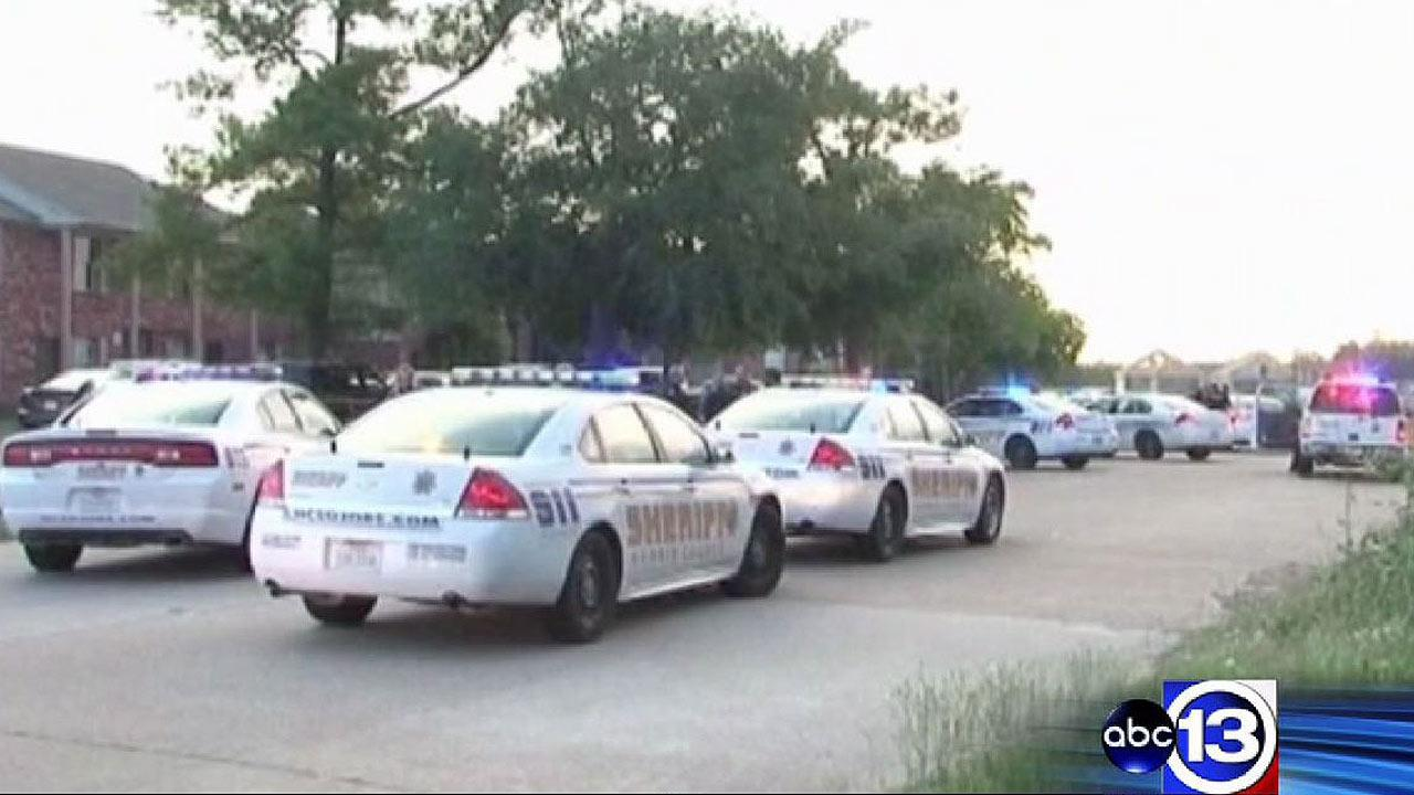 Man shot, left in street in northwest Harris County