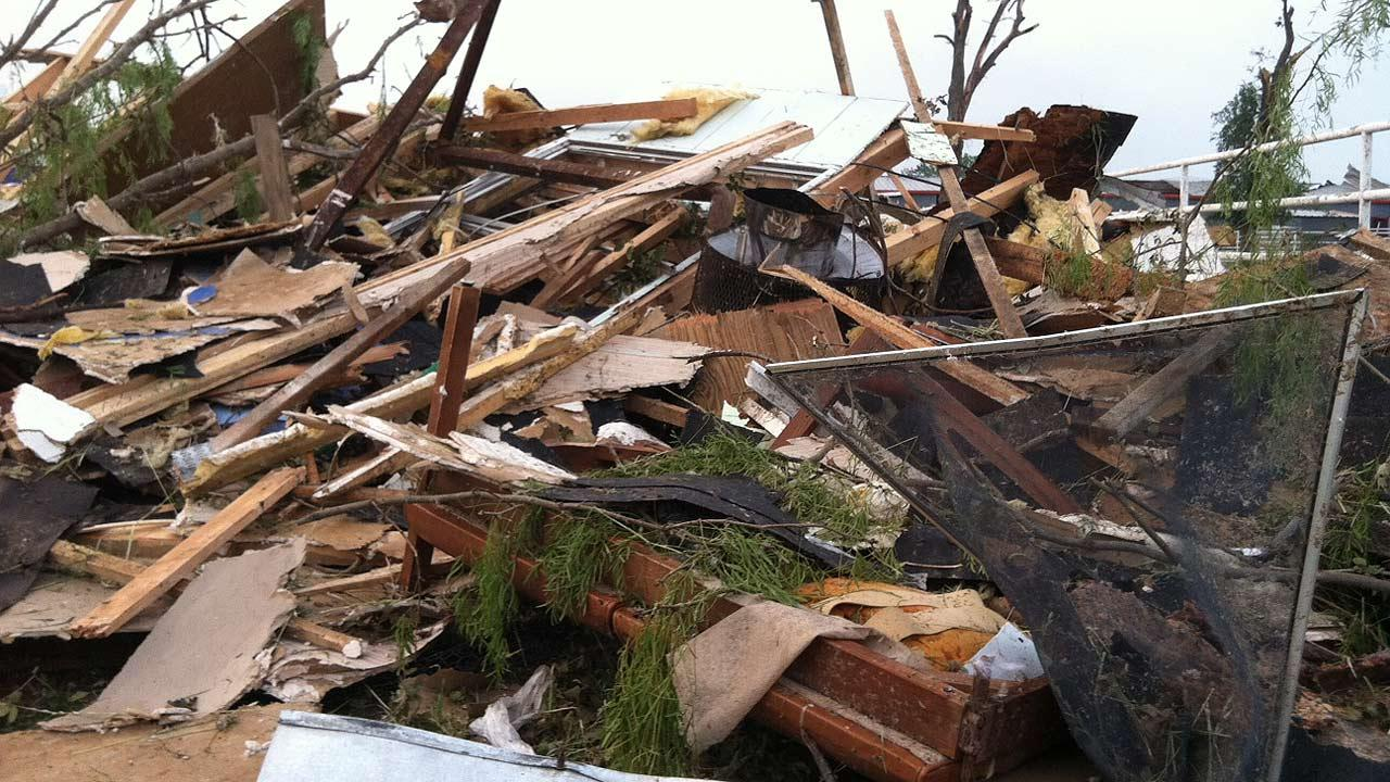 Images of the aftermath of the tornadoes that hit several north Texas communities on Wednesday night. ABC13/Simon Gutierrez