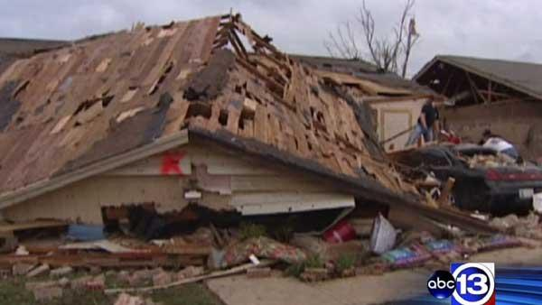 Oklahoma residents survey torando destruction