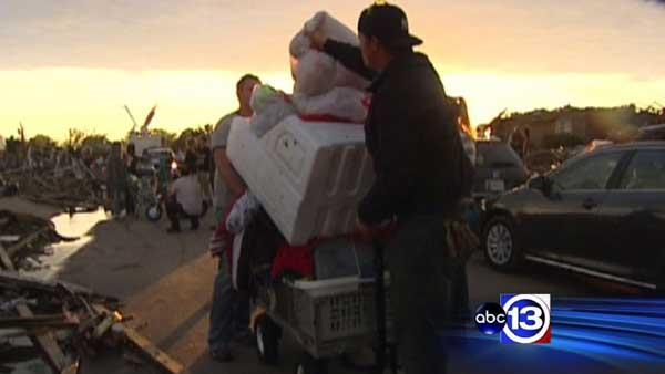 Help pours into Oklahoma after deadly tornadoes