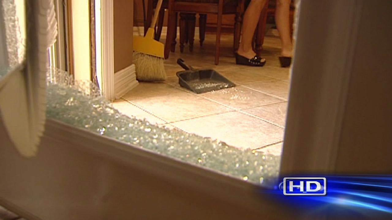 Man wakes up face to face with burglars at Fort Bend County home