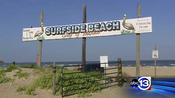 Teen fights off shark at Surfside beach