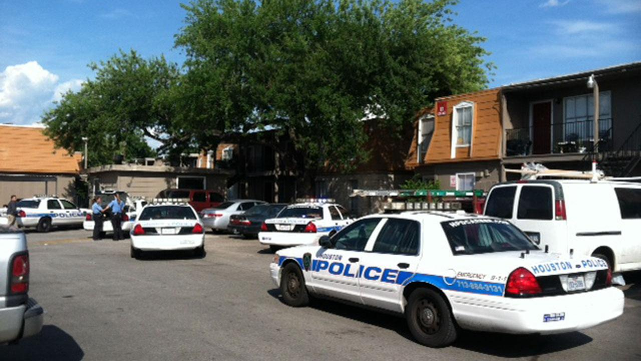 Two home invasion suspects fatally shot by resident in north Houston, 1 other escapes