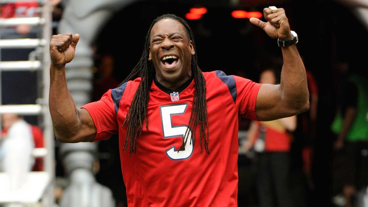 WWE wrestler and commentator Booker T reacts to the crowd before an NFL football game between the Baltimore Ravens and Houston Texans, Sunday, Oct. 21, 2012, in Houston. (AP Photo/Dave Einsel)