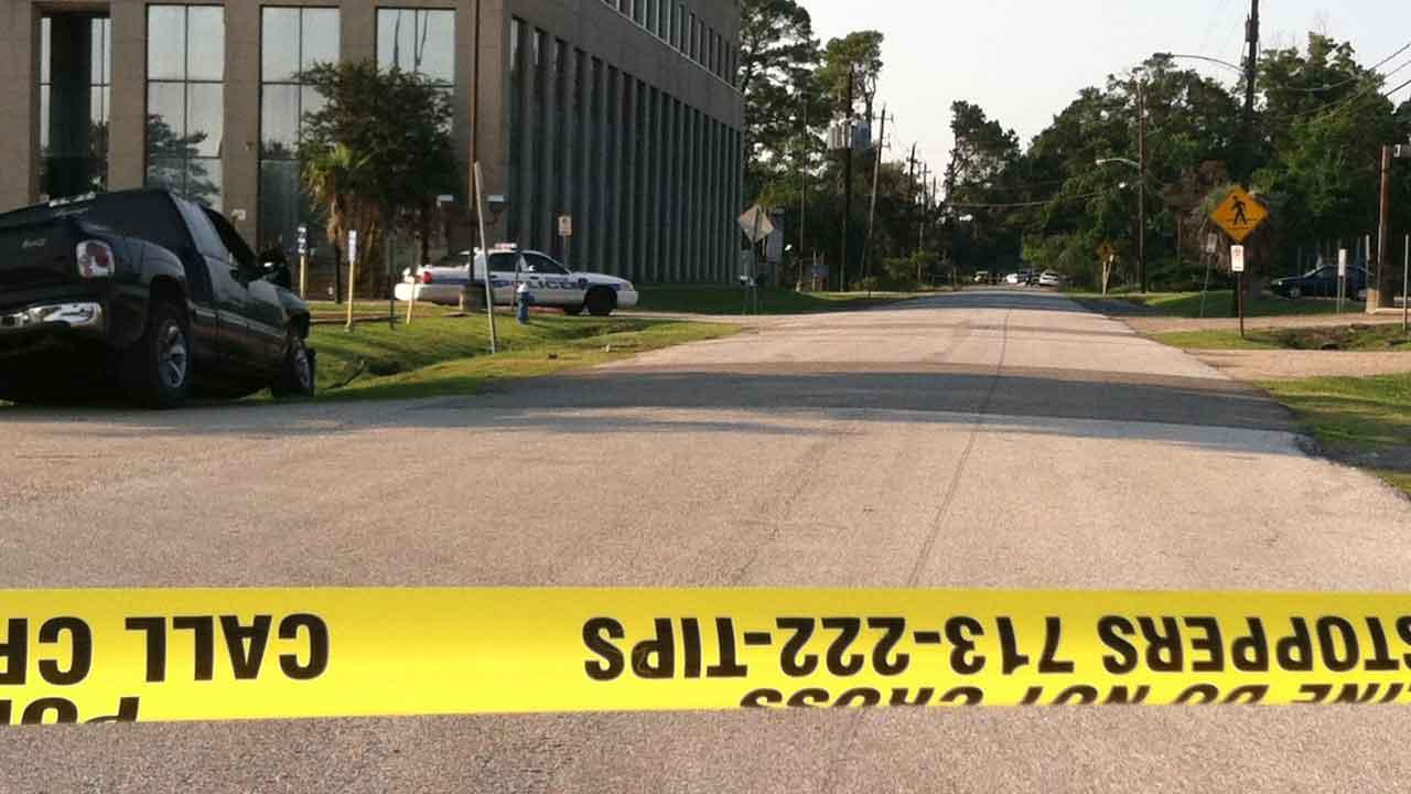 Body found near wrecked pickup in northeast Houston