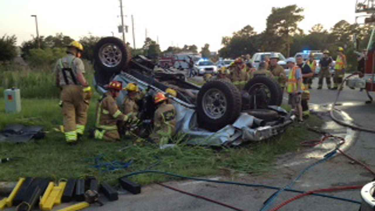 Three rescued from SUV rollover in north Harris County