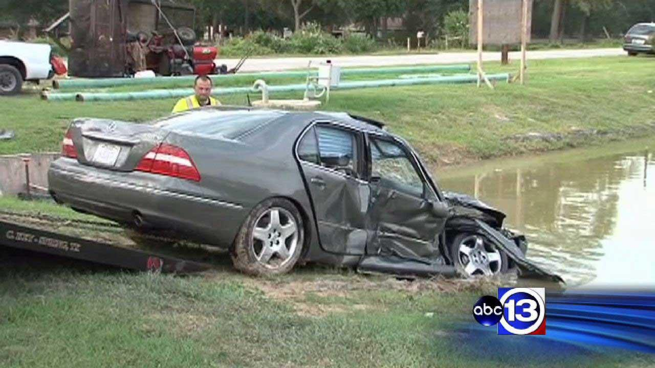 Car into north Harris County pond