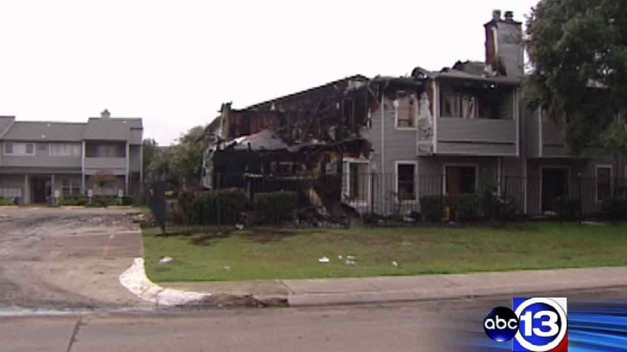 3-alarm fire rips through Lake Jackson apartments