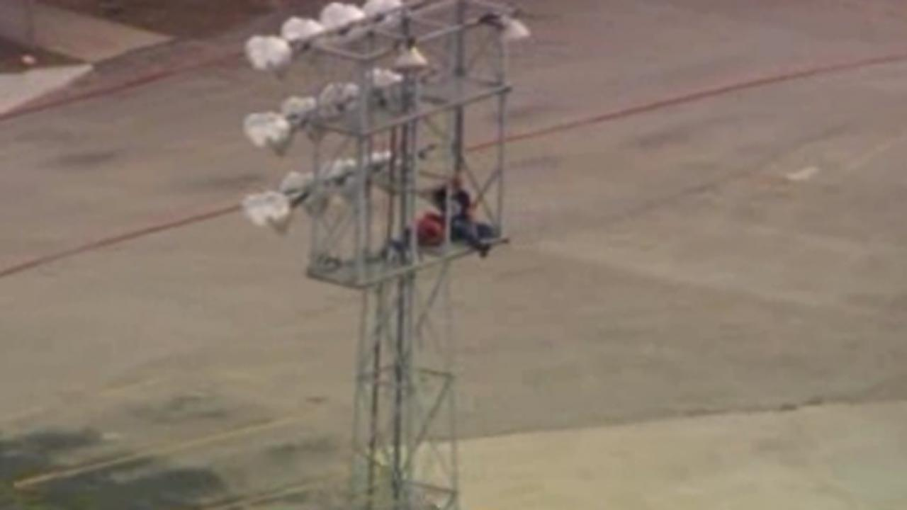 Boy avoids serious injury in Texas tower standoff
