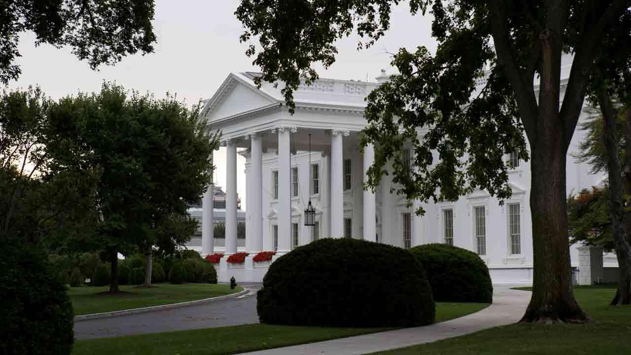 The White House is seen in Washington, Friday, Aug. 30, 2013, as discussion continues on a decision regarding Syria and the use of chemical weapons. (AP Photo/Jacquelyn Martin)