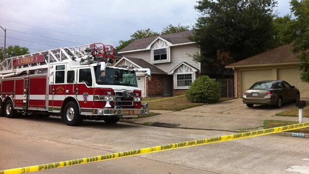 Authorities: One dead in Katy house fire