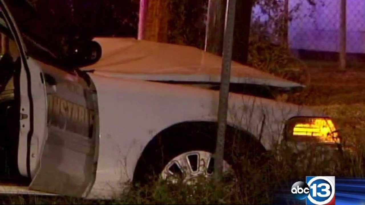 Suspect escapes when deputy crashes during chase north of downtown Houston; officers later arrest him at home