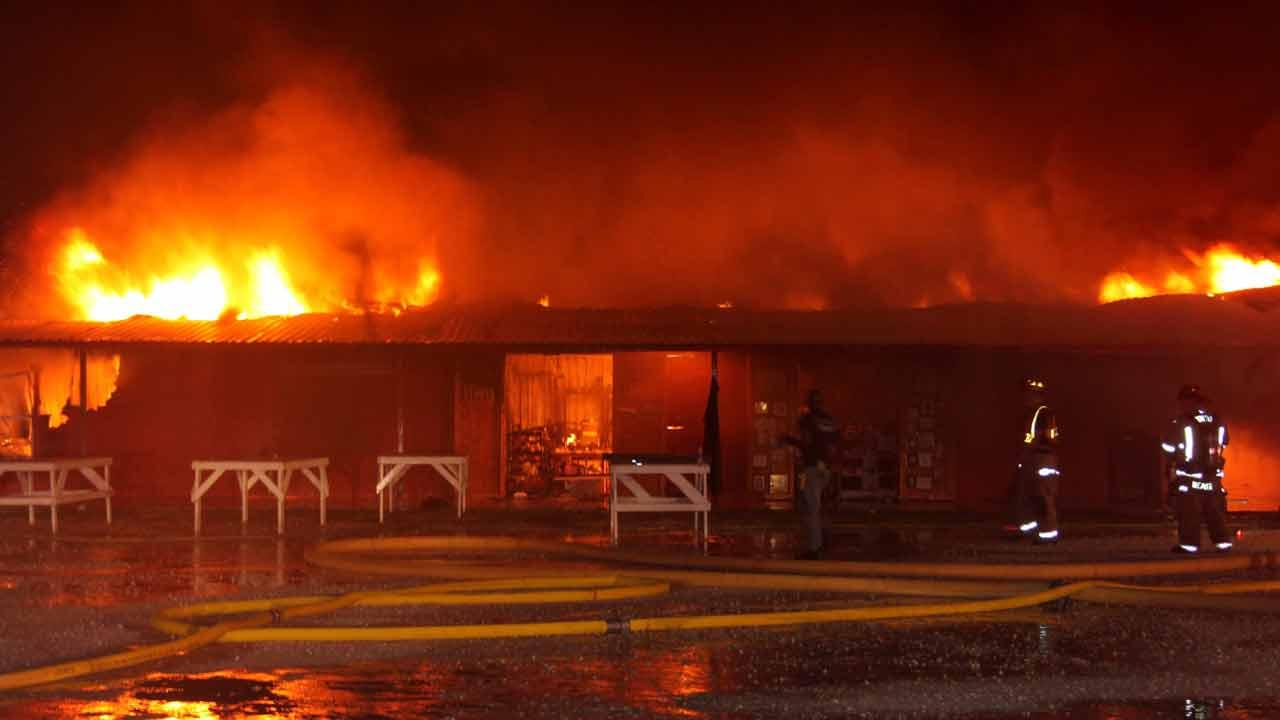 A massive fire has destroyed a popular Liberty County flea market early this morning.HCN