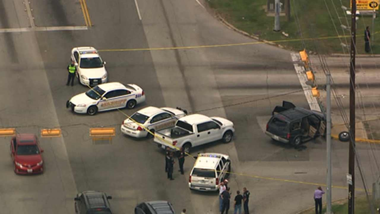 A police chase ends in a crash and a shooting in northwest Harris CountyABC13