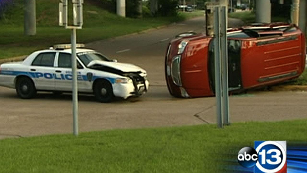A Houston police officer collided with an SUV along the South Loop East feeder outbound at the Gulf Freeway