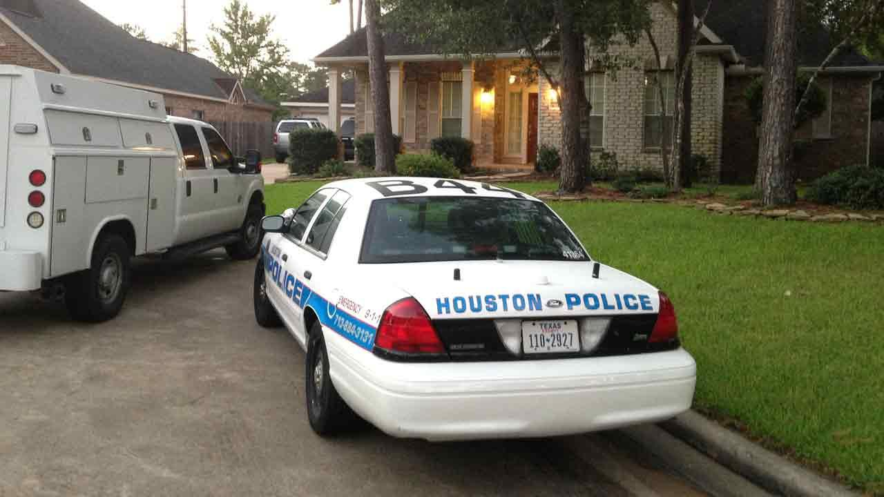 Off-duty Houston police officer wounded in violent home invasion in northwest Harris County