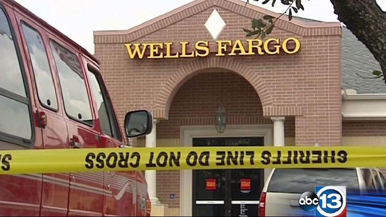 Wells Fargo bank robbed