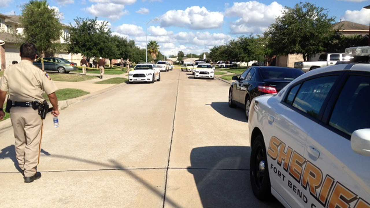 Teen fatally shoots suspect in home invasion in Fort Bend County