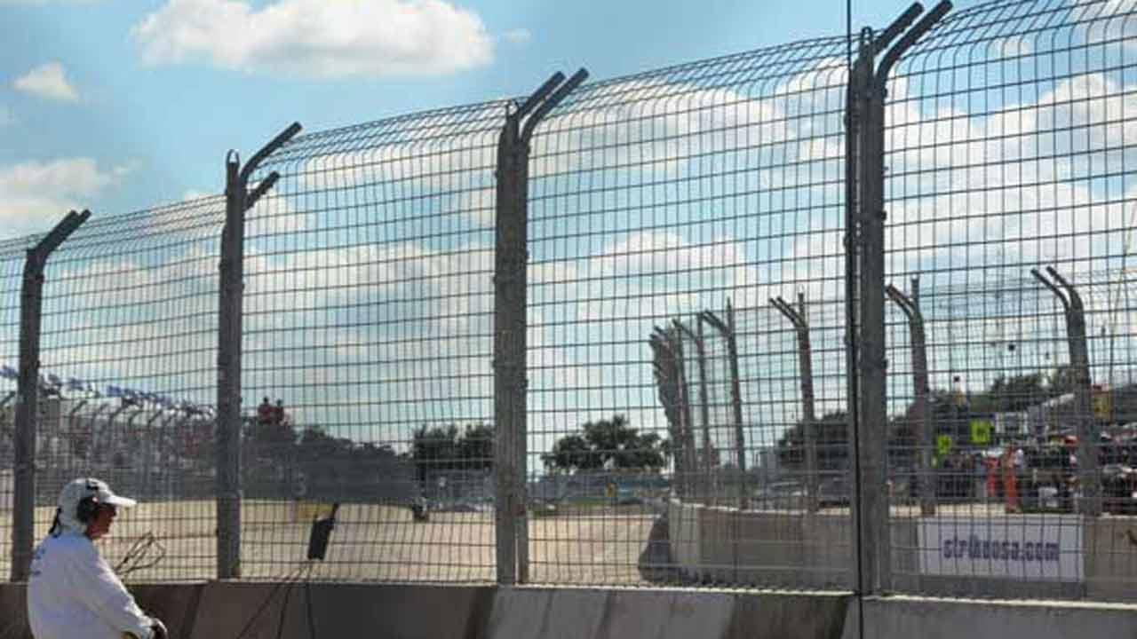 Houston, we have a problem: Bump slows IndyCar