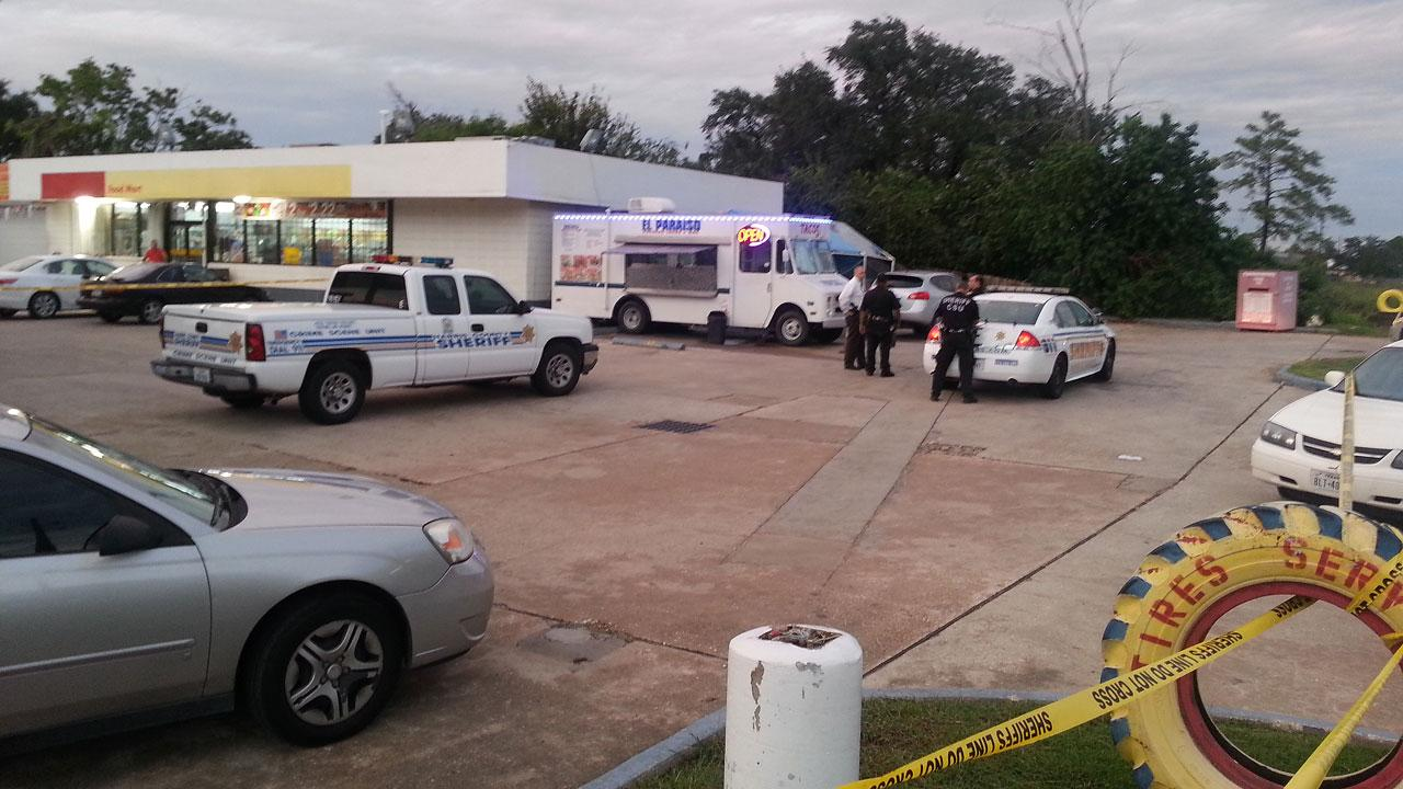 HCSO deputies investigate the scene of a robbery and shooting in a northwest Houston parking lot where the owner of a food truck was killed