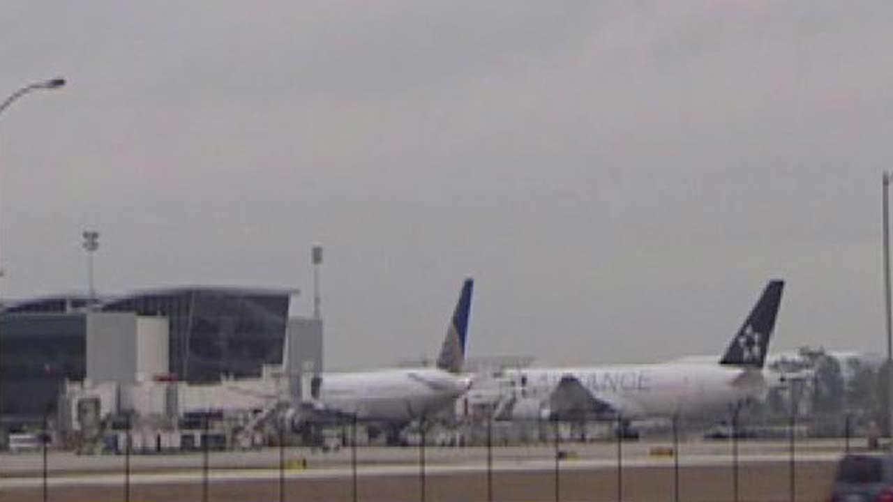 United Airline says some customers to manipulate the online ticketing system