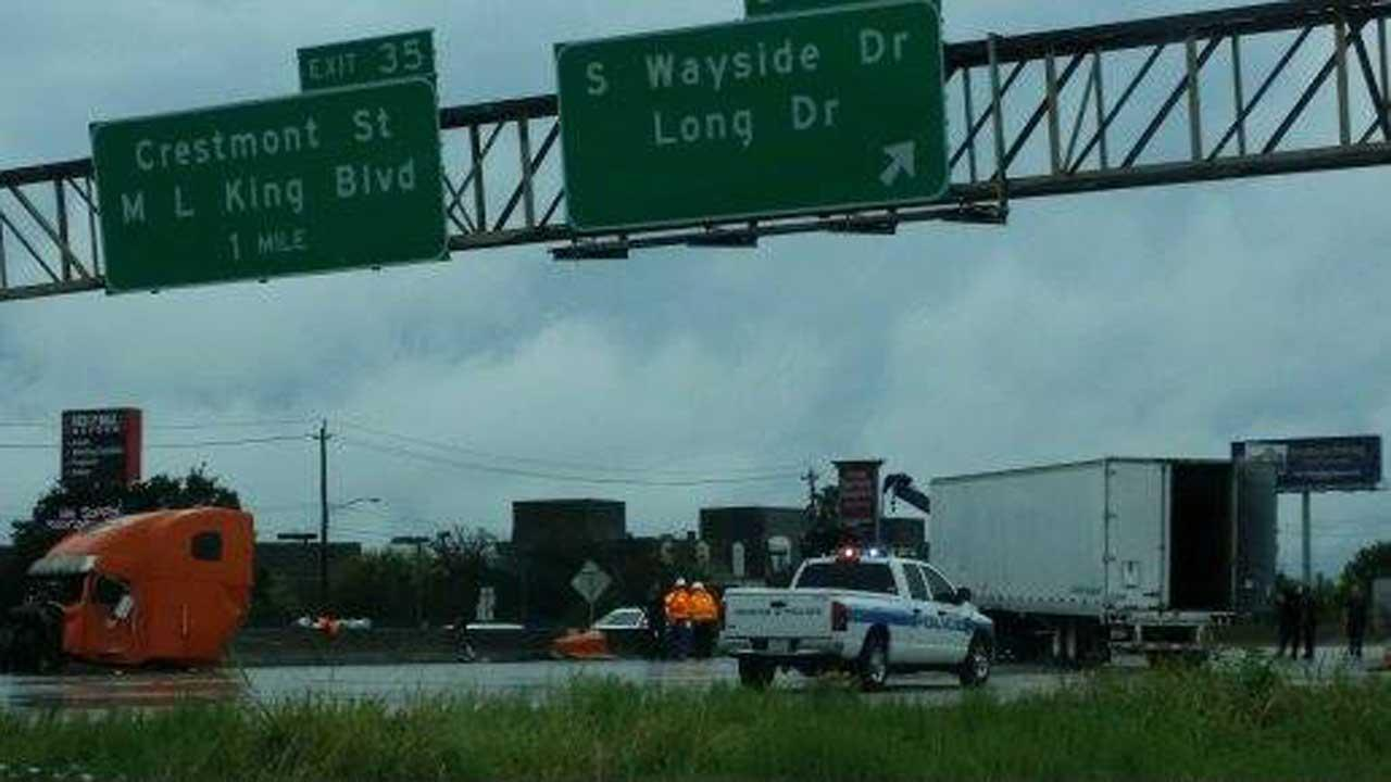 18-wheeler accident on the 610 South Loop at Wayside