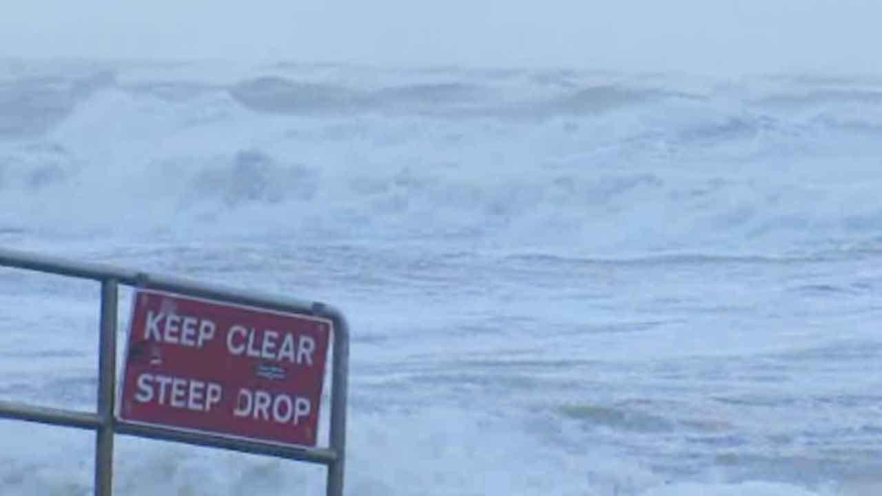 Hurricane-force gusts batter UK, Europe; 13 dead