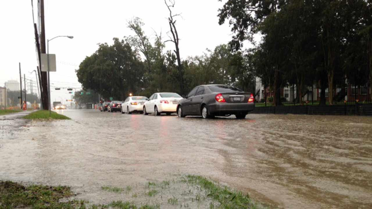 There is high water being reported around the University of Houston campus <span class=meta>(ABC13&#47;Sonia Azad)</span>