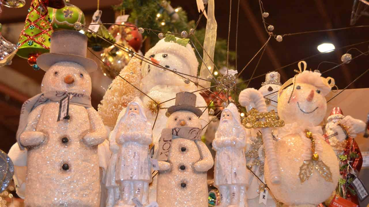 The annual Nutcracker Market features more than 300 national and international merchants carefully selected for their unique offerings selling gifts for the entire family -- home decor, gourmet food, clothing, novelties, accessories and more.  Proceeds from the Market benefit Houston Ballet Foundation and its Academy and Scholarship Program.