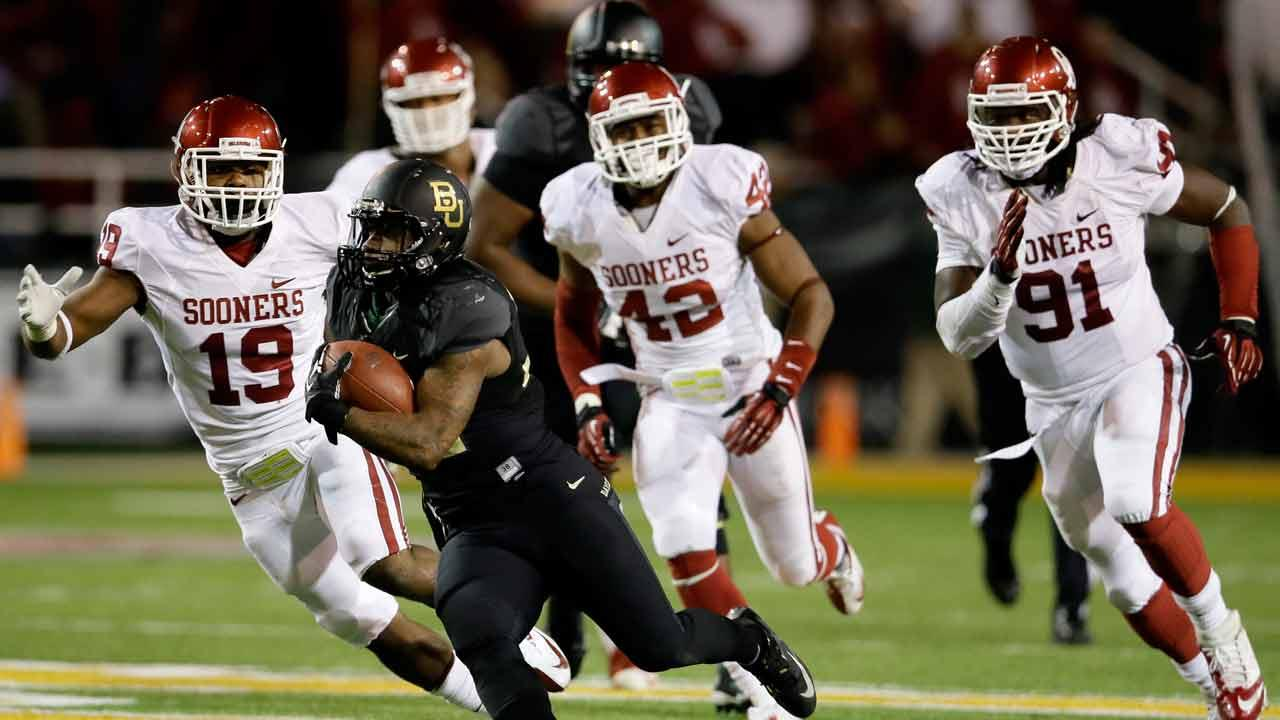 Baylor s Shock Linwood (32) finds running room after getting past Oklahoma s Eric Striker (19), Dominique Alexander (42) and Charles Tapper (91) in the second half of an NCAA college football game, Thursday, Nov. 7, 2013, in Waco, Texas. Baylor won 41-12. (AP Photo/Tony Gutierrez)