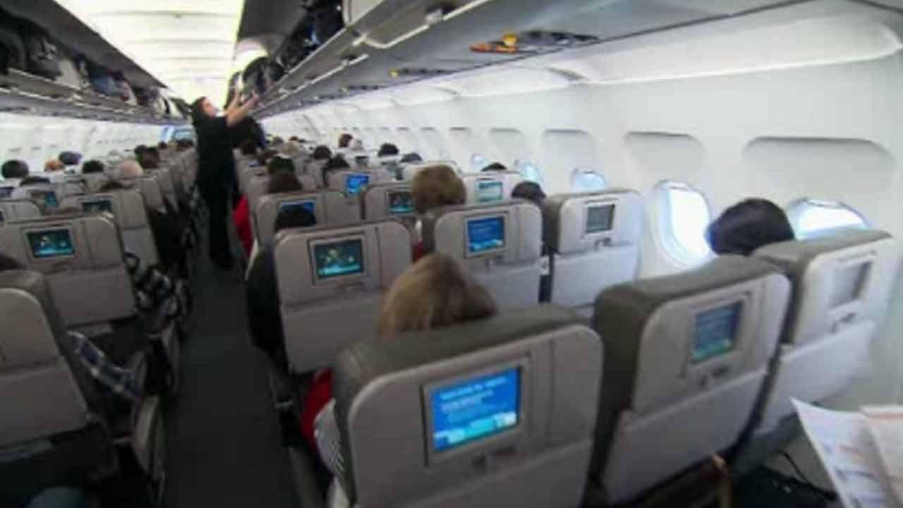 FCC to consider allowing cell phone calls on flights