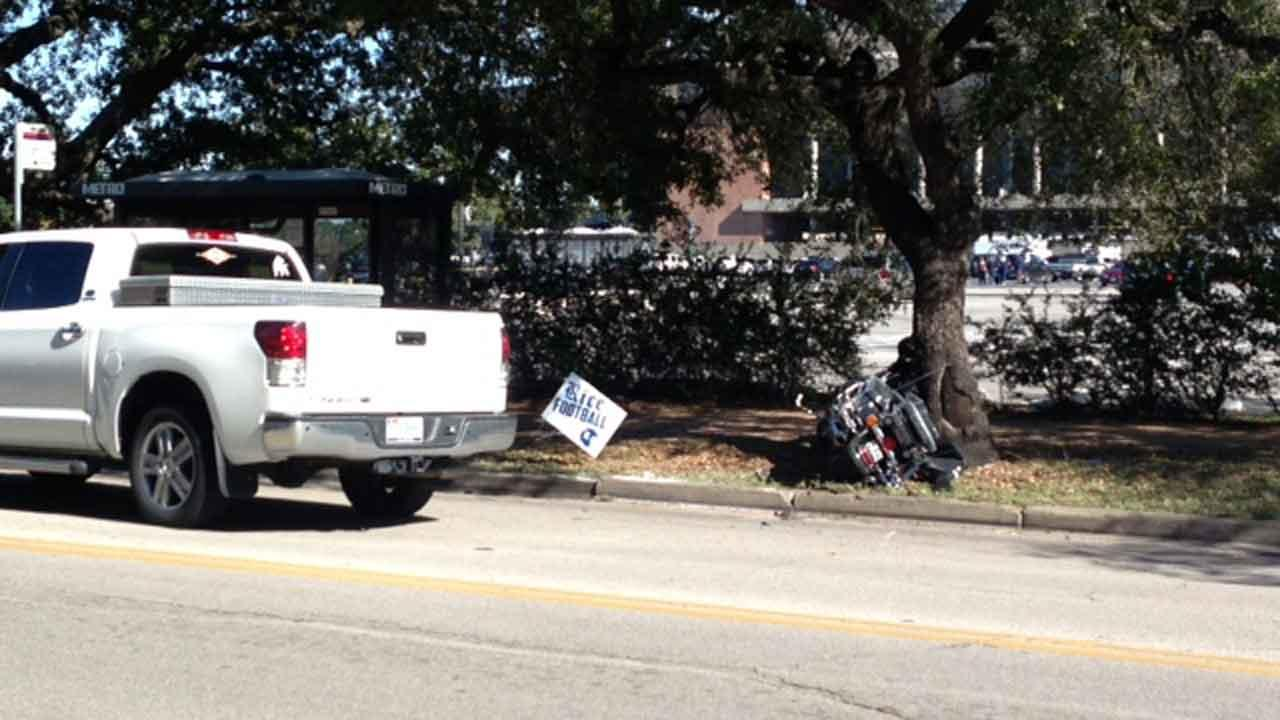 A police officer on a motorcycle was injured in an accident near Rice University <span class=meta>(Damion Smith)</span>