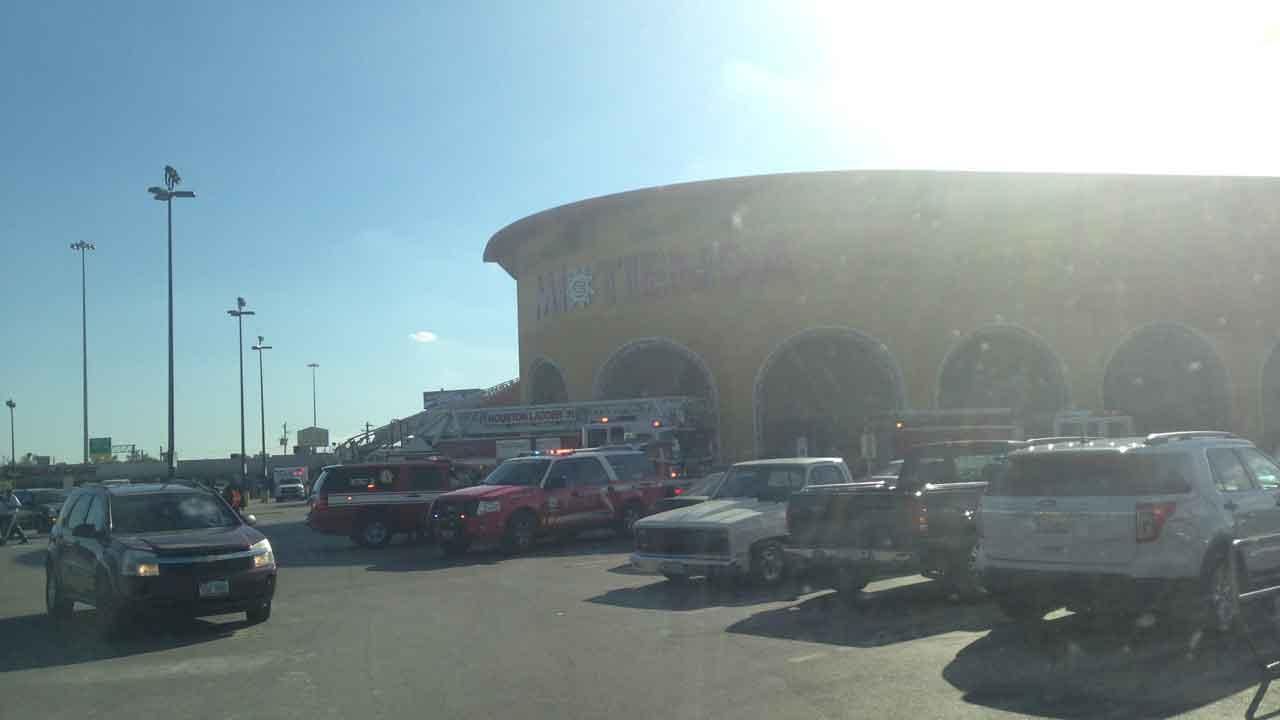 This Mi Tienda store in north Houston was evacuated due to a kitchen fire, officials said
