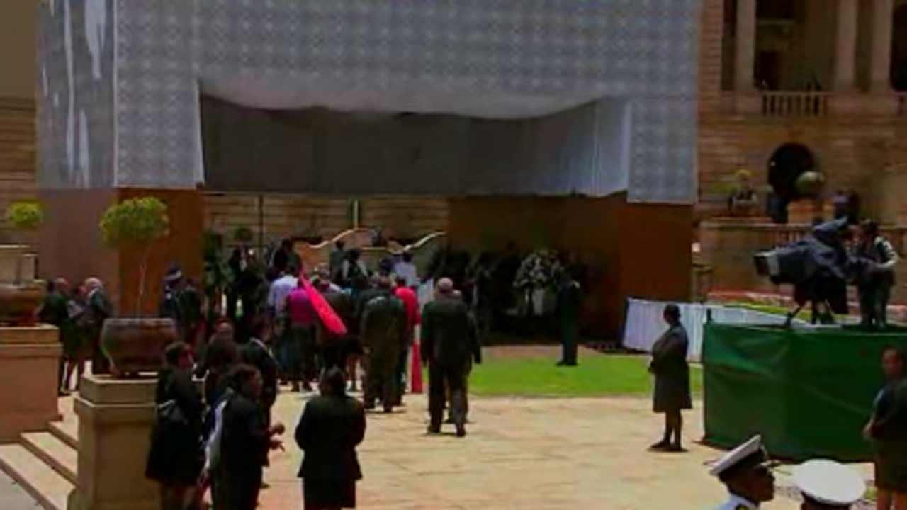Nelson Mandela's body arrives for viewing in South Africa