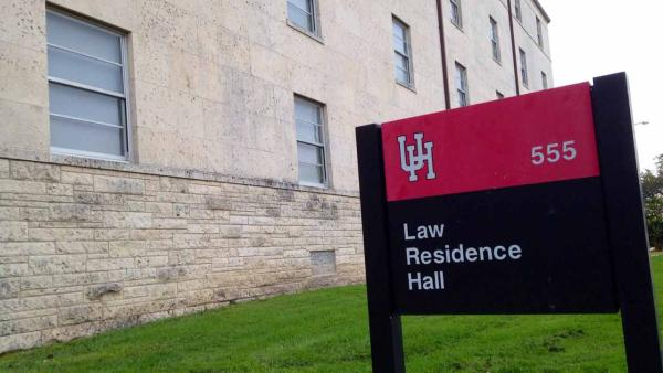UH students robbed at gunpoint